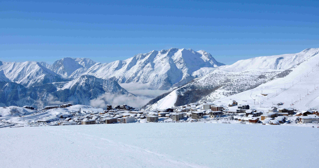 Luxury chalets in Alpe dHuez - the ski in ski out chalets on the right