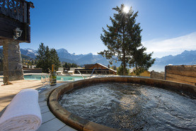 Luxury ski chalets with hot tub