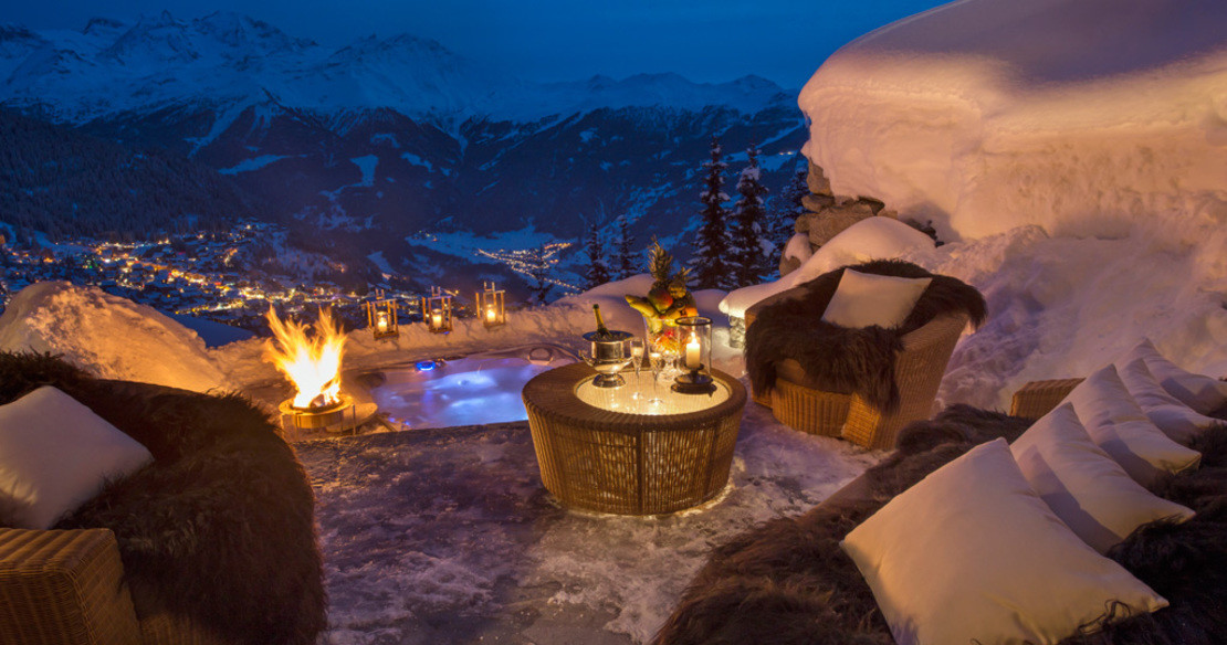 Luxury ski chalets with hot tub - and why not enjoy a glass of champagne at the same time