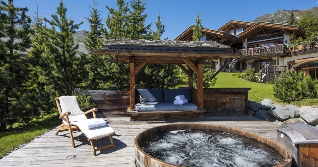 Luxury Chalet Le Ti Verbier - hot tub