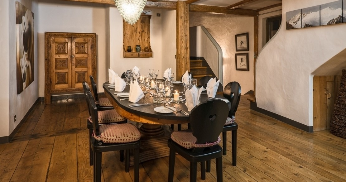 Chalet Alice - dining table