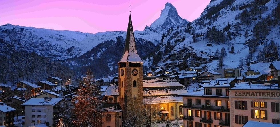 Christmas ski deals - an atmpspheric time to go skiing