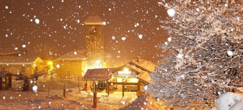 Christmas ski deals - snow at Christmas can be magical
