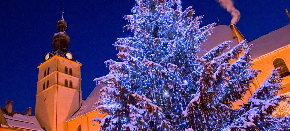 Christmas ski deals - such a great festive family holiday