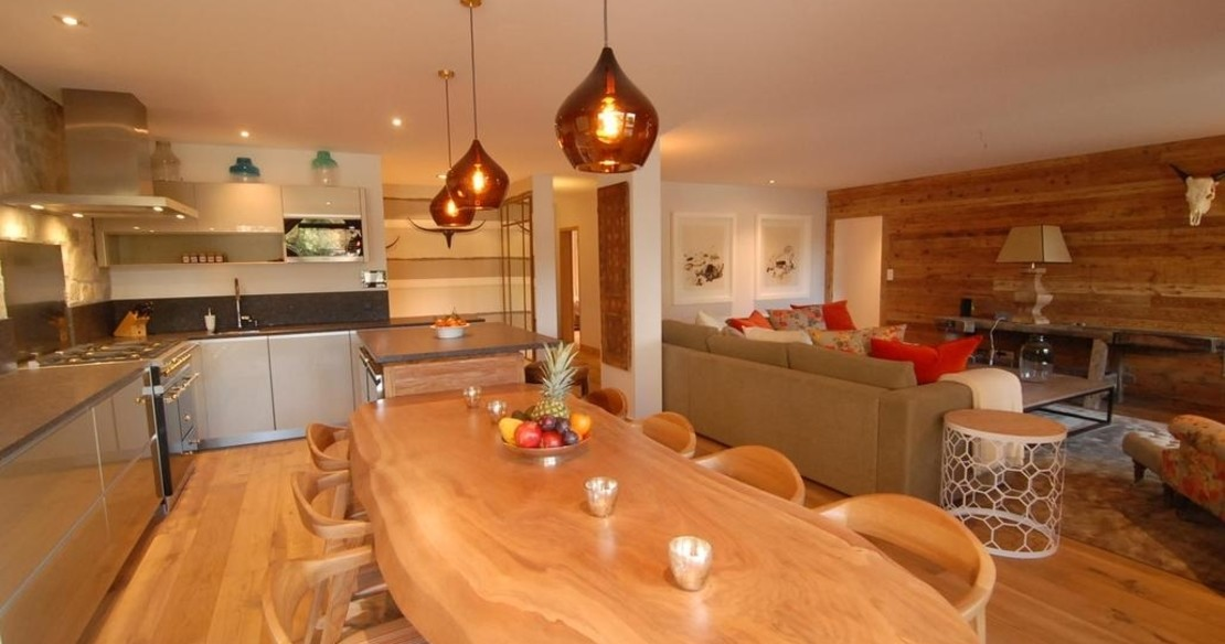 Chalet Cimerose Verbier - dining table and sitting room