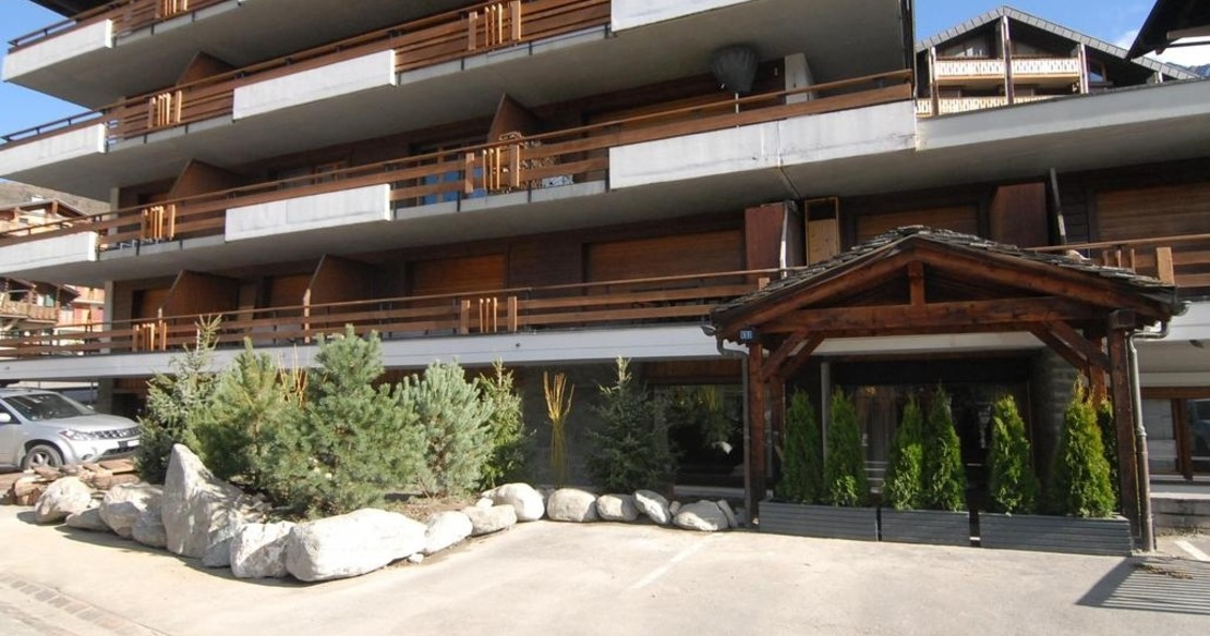 Chalet Cimerose Verbier - exterior of the apartment building