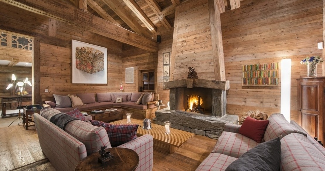 Chalet Orsini Verbier - sitting room with fireplace