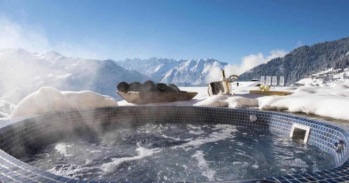 Chalet Chouqui Verbier - outdoor hot tub