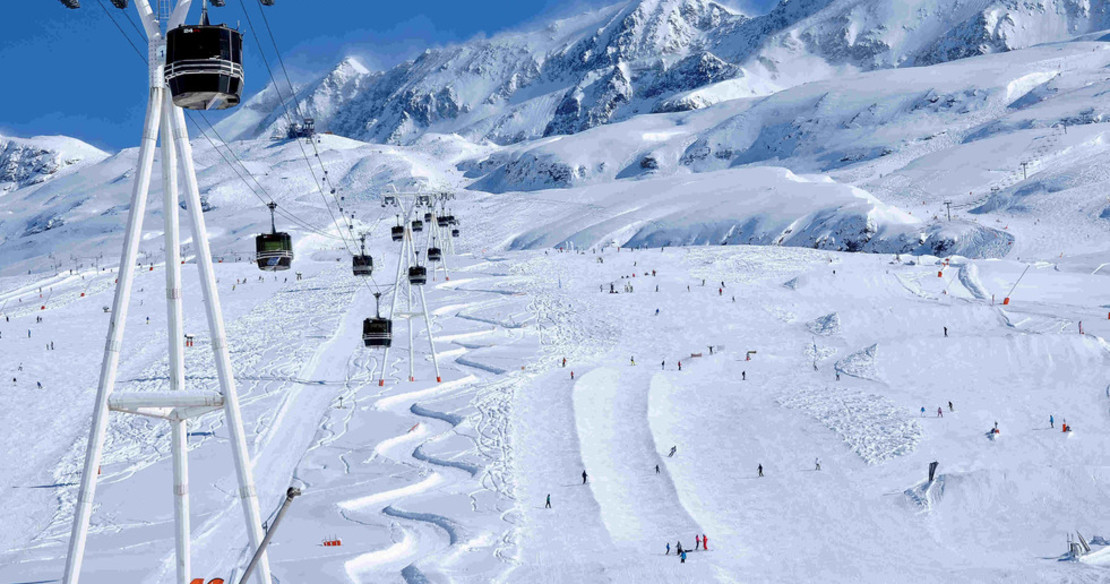 the skiing in Alpe d'Huez leads down to the resort centre