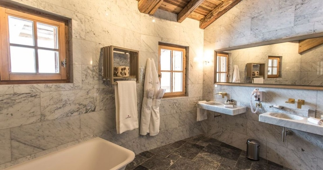 Chalet Ambre, Val d'Isere, marble bathroom