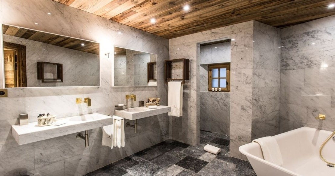 Chalet Chene, Val d'Isere, marble bathroom
