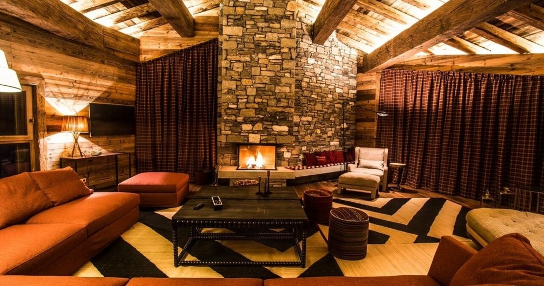 Chalet Chene, Val d'Isere, sofas and fireplace