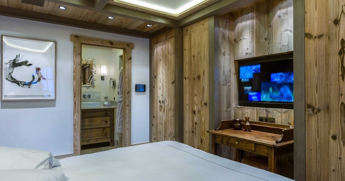 Chalet Nanuq, Courchevel 1850, small double bedroom