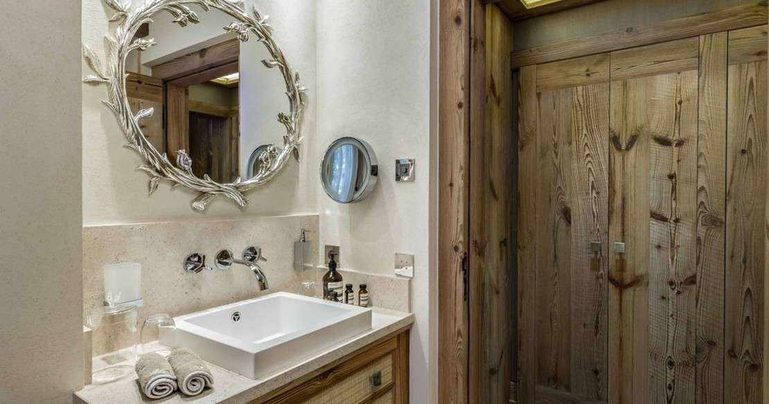 Chalet Bastidons, Courchevel 1850, ensuite facilities