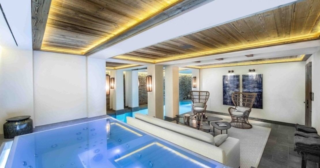 Chalet Cryst'Aile, Courchevel 1850, indoor jacuzzi