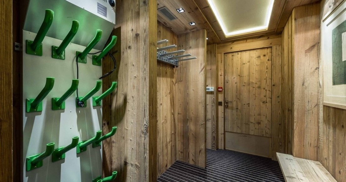 Chalet Nanuq, Courchevel 1850, ski and boot room
