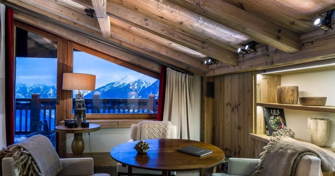 Chalet Nanuq, Courchevel 1850, sofas in the sitting room