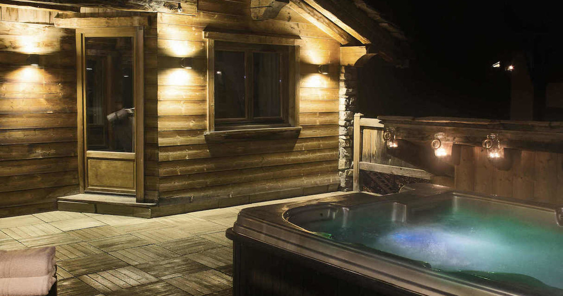 Chalet Pierre de Compia - hot tub